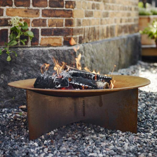 Skagerak Flame Feuerstelle im Garten