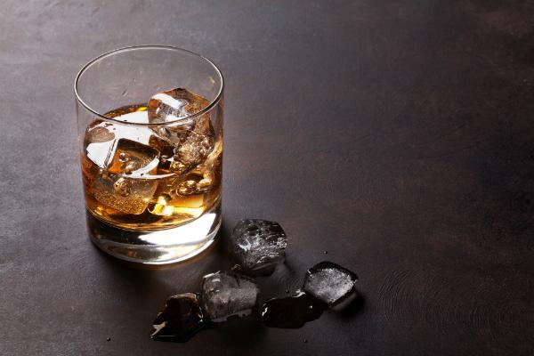 Whisky mit Eis