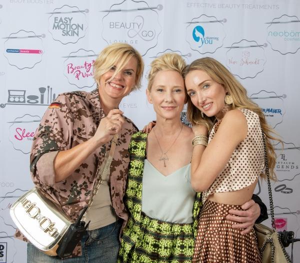 Veranstalterinnen + Hollywood Schoenheit Petra Engelking, Anne Heche, Marina Rudolph