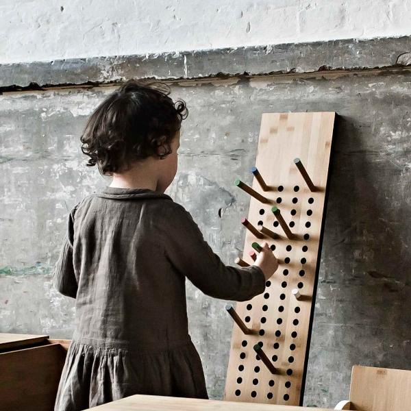 we-do-wood-scoreboard-garderobe-vertikal