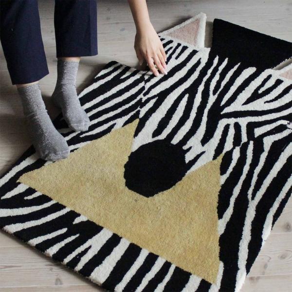 eo-denmark-zebra-carpet-tierteppich