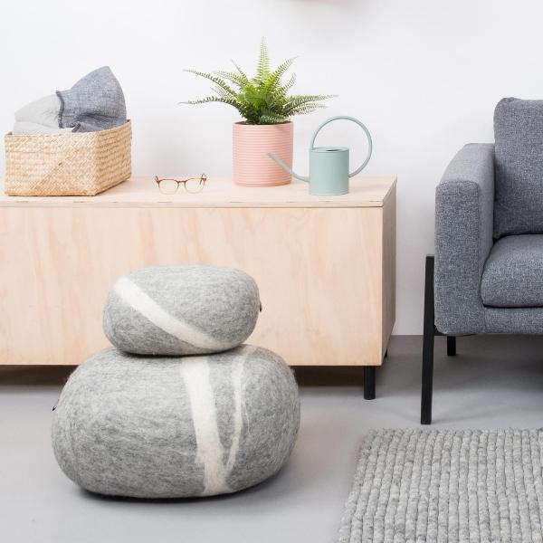 myfelt-kieselsteinkissen-carl-moderne-wohnzimmerdeko