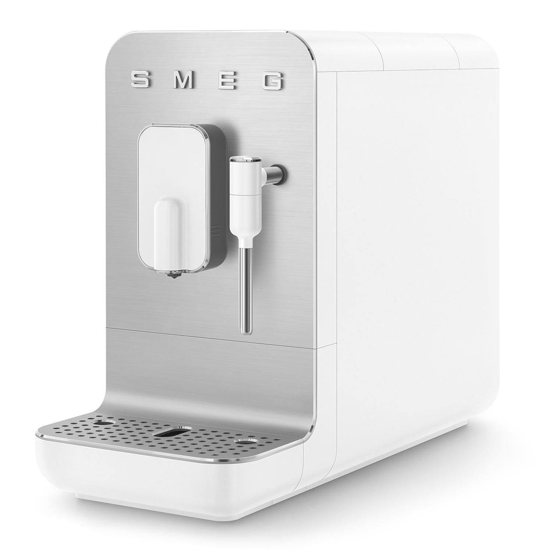 Kleinster Kaffeevollautomat mit Edelstahl von Smeg